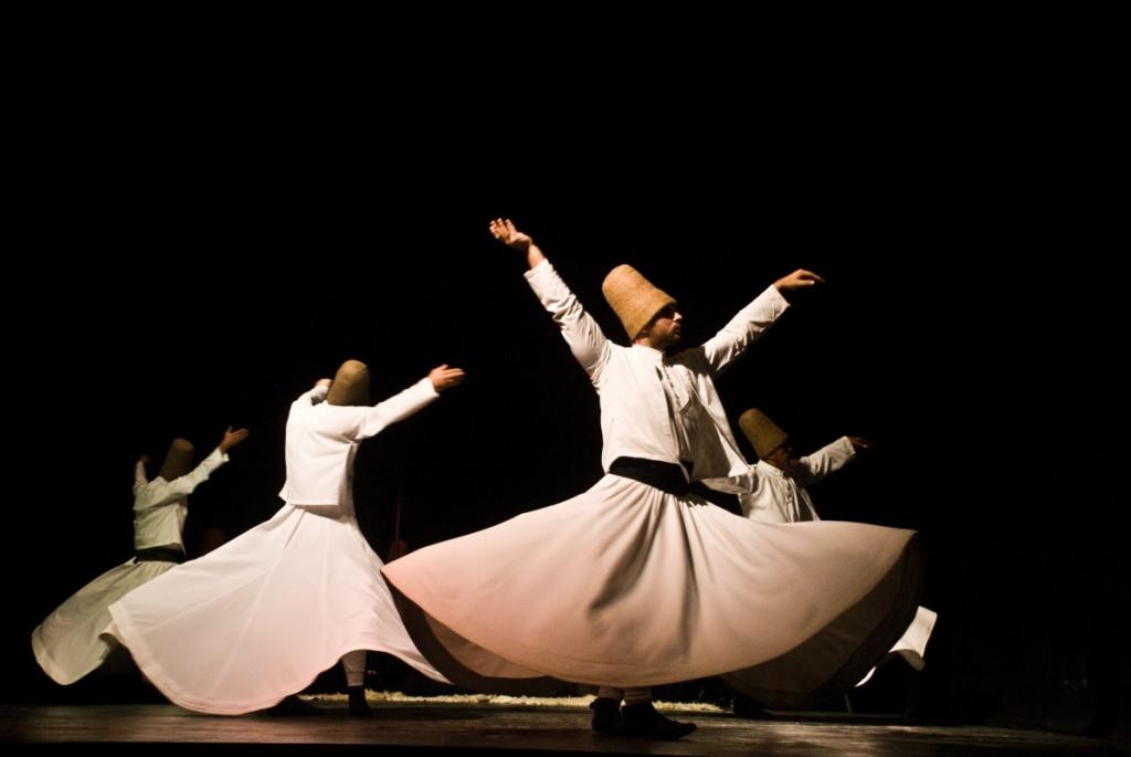 Istanbul et ses traditions: derviches tourneurs